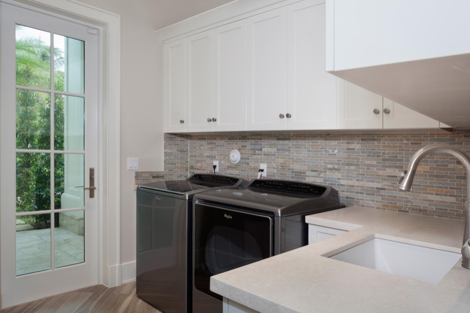 luxury laundry room designer although the laundry room may not be first that comes to mind when considering home renovation an exquisitely renovated can luxury laundry rooms the place for kitchens and baths