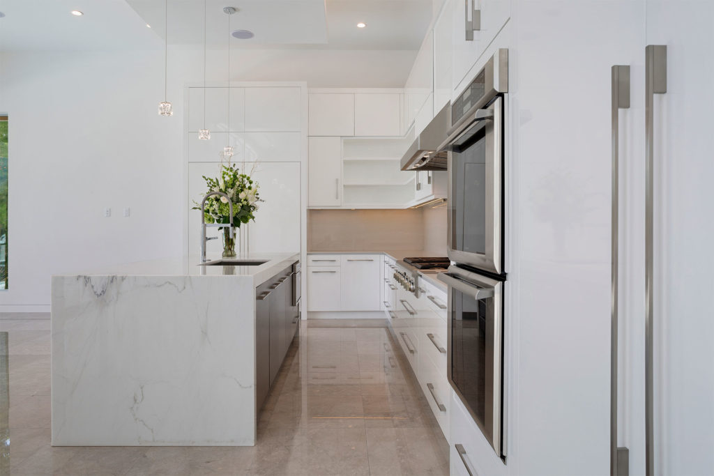 You Can Only Do Right By Decorating In White The Place For Kitchens And Baths